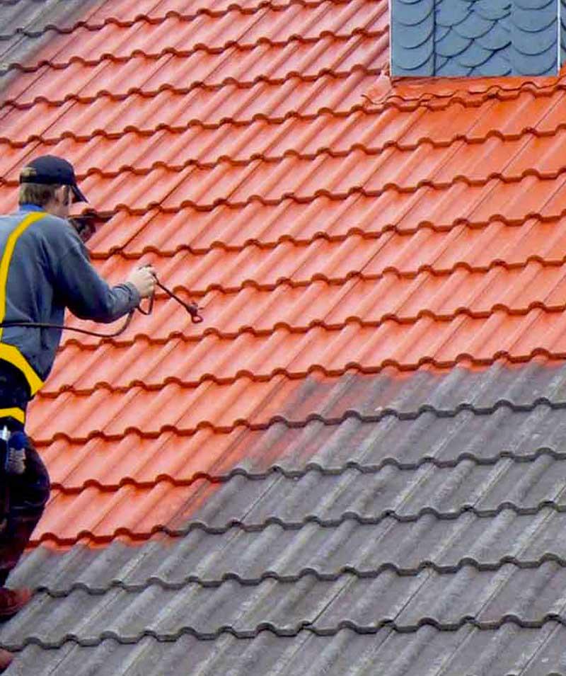 Peinture hydrofuge toiture : Toni Cazeaud : nettoyage toiture et protection anti-mousse. Revêtement peinture hydrofuge coloré dans le Val de Marne 94  - Essonne 91 - Seine et Marne 77